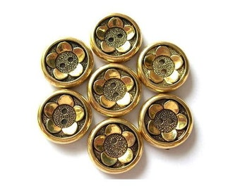 6 Vintage plastic buttons flower design in the center 21mm