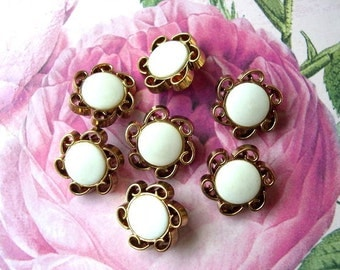 6 Vintage buttons bronze color plastic flowers design with white center 22mm