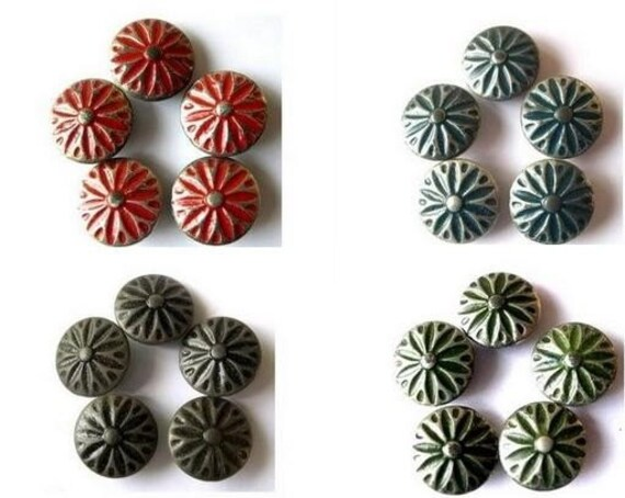 28 Buttons, antique vintage metal buttons, 4 colors with silver color rays ornament, unique, 17.5mm,