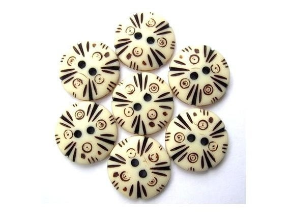 7 Buttons, ethnic  plastic buttons, cream, black ornament ,dots and lines, 18mm