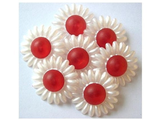 5 Buttons, vintage, flower shape, button jewelry, pearlized white with red, 28mm