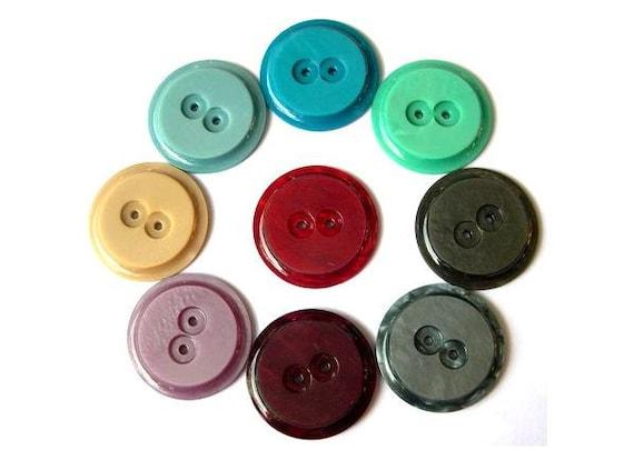 9 Vintage buttons plastic 9 assorted colors 34mm