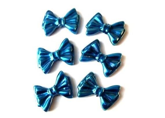 8 Vintage bows charms blue lucite 19mm, RARE