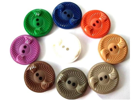 56 Vintage buttons plastic, 9 assorted colors, beautiful buttons, 28mm