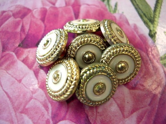 8 Vintage buttons looks like flower gold color with light cream 15mm