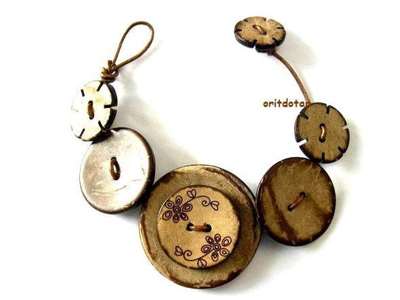 Button bracelet jewelry made of coconut shell buttons beautiful gloral ornaments on leather