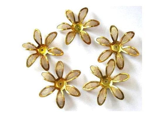 5 Flower beads, gold color metal. vintage, 34mm