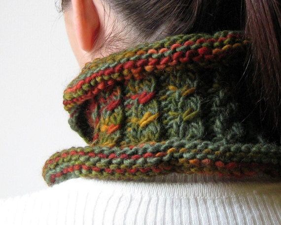 Green Scarflette with Cables Knitted