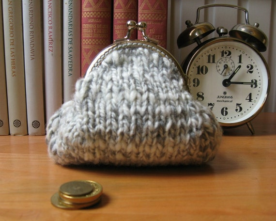 Coin Purse Frame Hand Knit in Gray Tweed Wool - Kiss Lock - Clasp Pouch