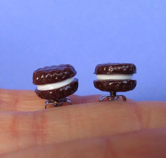 Chocolate Cookies with Vanilla Cream Filling