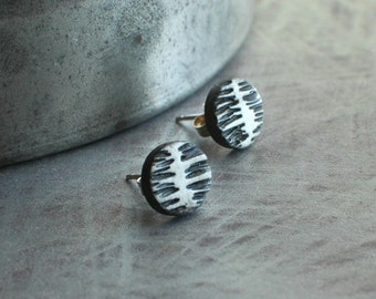 Spine Post earrings in white