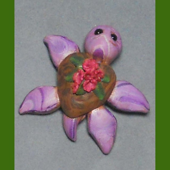 Lila , Sculpted sea turtle pendant from Ruphia on Etsy Studio