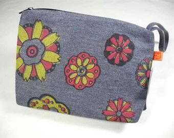 Retro Floral Wristlet Bag