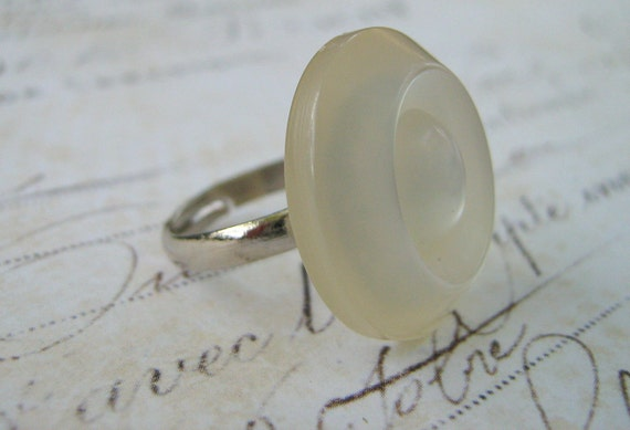 Vintage Moonstone White Pearl Lucite Button Ring Silver Tone Adjustable
