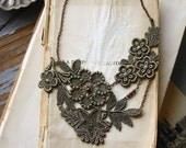 lace necklace -STELLA- (muted olive)