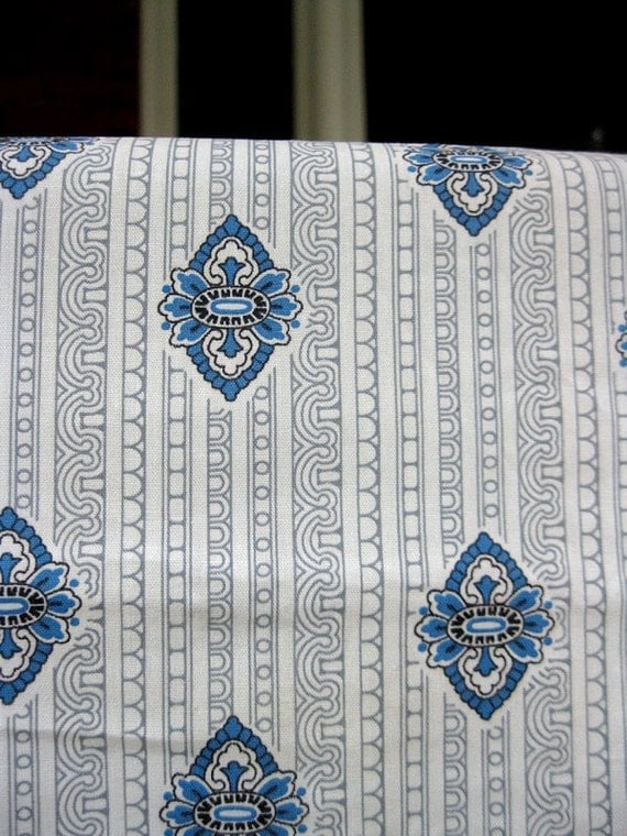 5 Yds Vintage Fabric 50s - Medallions and Stripes - 100% Cotton