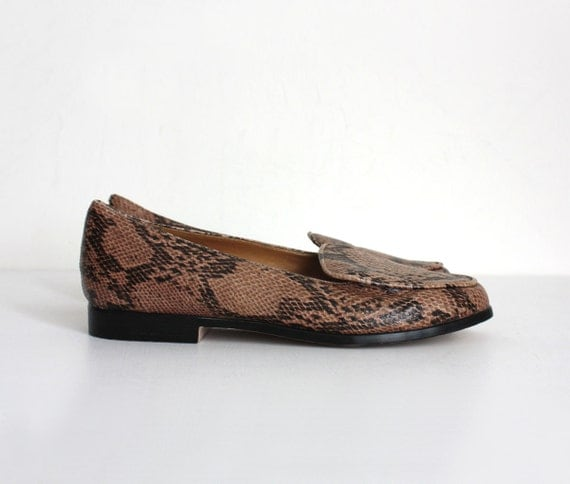 FAUX SNAKESKIN LOAFERS 1990s Vintage Ecru And Black Classic Loafer Flats Sz 8 9