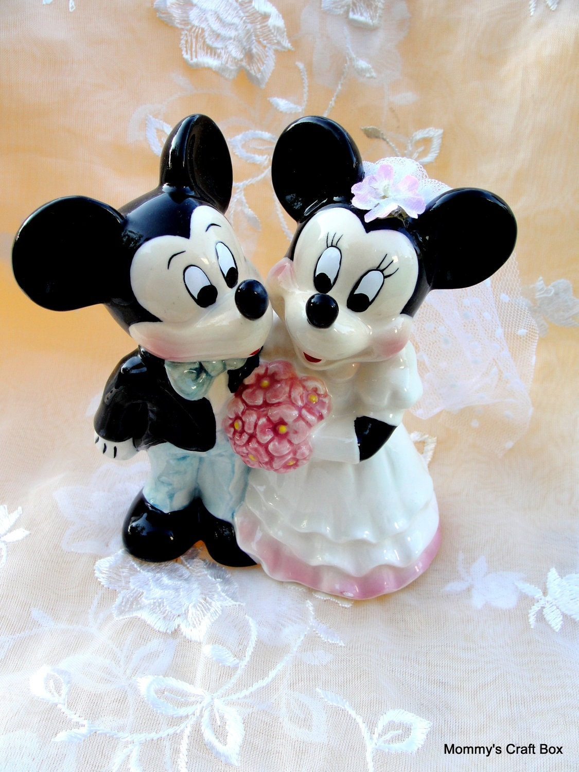 mickey and minnie mouse wedding cake toppers uk vintage mickey and minnie mouse wedding cake topper 17343