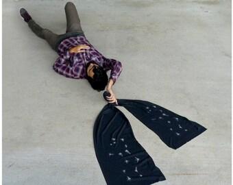 Virgo jersey scarf. Men or women. Virgo constellation on heather black. Zodiac gift by Blackbird Tees