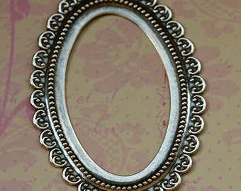 Scalloped Oval Silver Frame 1711