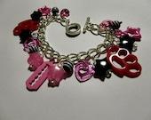Riot grrrl -charm bracelet