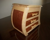 the curly maple curvy jewelry box