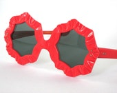 Vintage Sunglasses mod red flower power design 1960s France