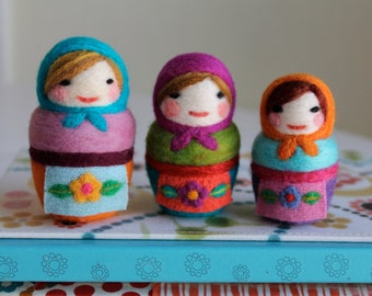 Needle Felted Matryoshka Russian Dolls Wearing Aprons, Individual Doll or Set of 2 or 3, Felted Dolls, Nesting Doll Family, Cute Felt Dolls