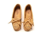 size 6 FRINGE tan leather 80s MOCCASIN minnetonka PEACE sign studded loafers