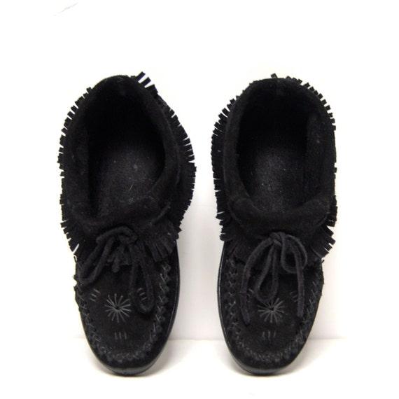 size 6 FRINGE black suede 70s 80s MOCCASIN minnetonka loafers