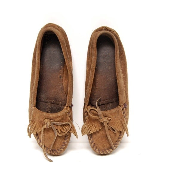 size 9 FRINGE brown suede leather 80s MOCCASIN minnetonka loafers