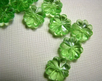 Vintage green flower beads . 11mm (20)