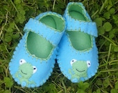 Frog Baby Shoes / Felt Booties / Boys / Girls / New Baby Gift - Blue
