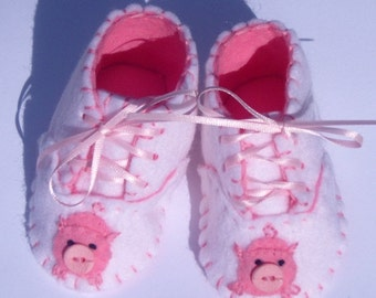 Pig Baby Booties / Girls Felt Shoes / New Baby Gift