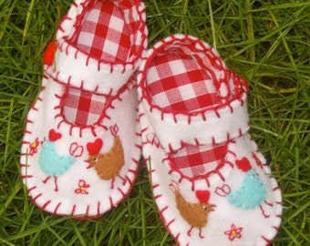 Hen Baby Shoes / Felt Booties / New Baby Gift / Baby Accessories