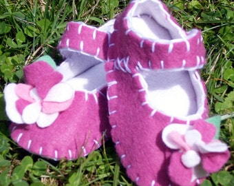 Flower Baby Shoes / Felt Booties / Girls / New Baby Gift