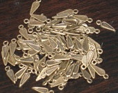 50 pcs of antiqued brass triangle drops charm 14X4mm