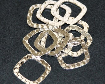 40 pcs of Silver plated copper hammered square links 17mm (Lead safe/Nickel safe)