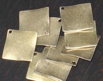 10 pcs ----------of  antiqued brass finished steel wavy diamond drop 15mm
