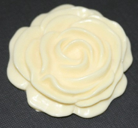 3 pcs of Acrylic Lucite flower Cabochons - Ivory 52mm