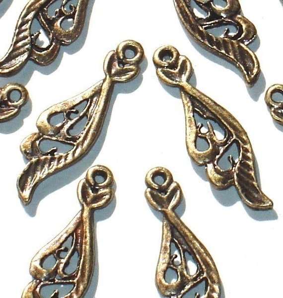 10 pcs -----------of antiqued brass finish fancy leaf  23x7mm