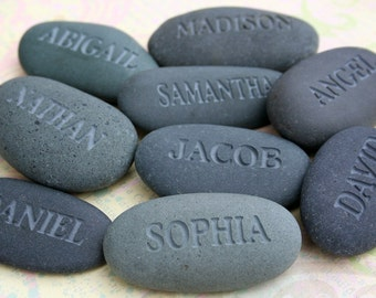 Gift for dad, mom, grandpa, grandma or grandparent - Personalized set of 6 engraved pebble - by sjEngraving