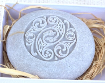Celtic wedding stone - Home decor, engraved stone paperweight - Hand carved stone by sjEngraving