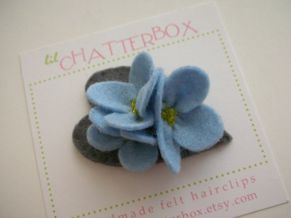 Nazuna in blue/gray wool felt on a small snap clip