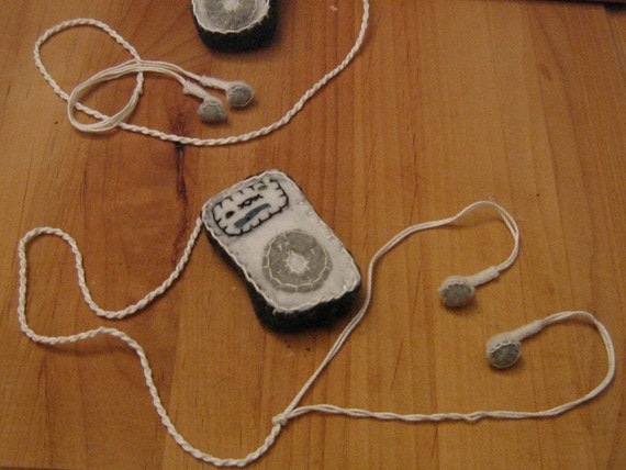 geeky ipod cat toy
