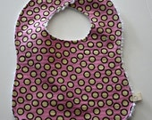 Cotton bib in pink and brown circles