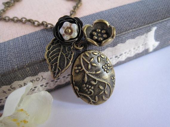 Flower Locket Necklace. Autumn Nature Woodlands Vintage Inspired Antiqued Brass Locket. Leaf. Necklace