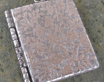 1 Antiqued Silver Floral and Ivy Book Locket 762