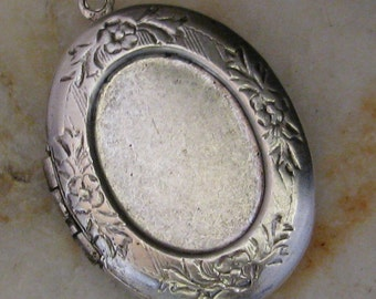 Silver Oval Photo Locket with 18x13 mm setting Insert 1225- 1 Piece