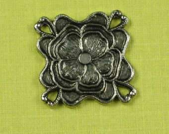 6 Antique Silver (Brass) 4 hole Flower Connector Jewelry Findings 468